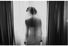 Сватбена Фотография Бургас - Eye Contact
