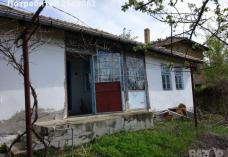 Продава се къща в село Ломци